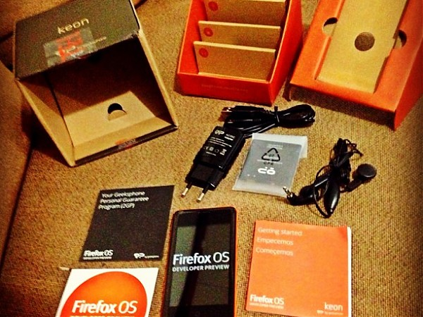 Unboxing : Keon - Firefox OS Developer Preview Phone